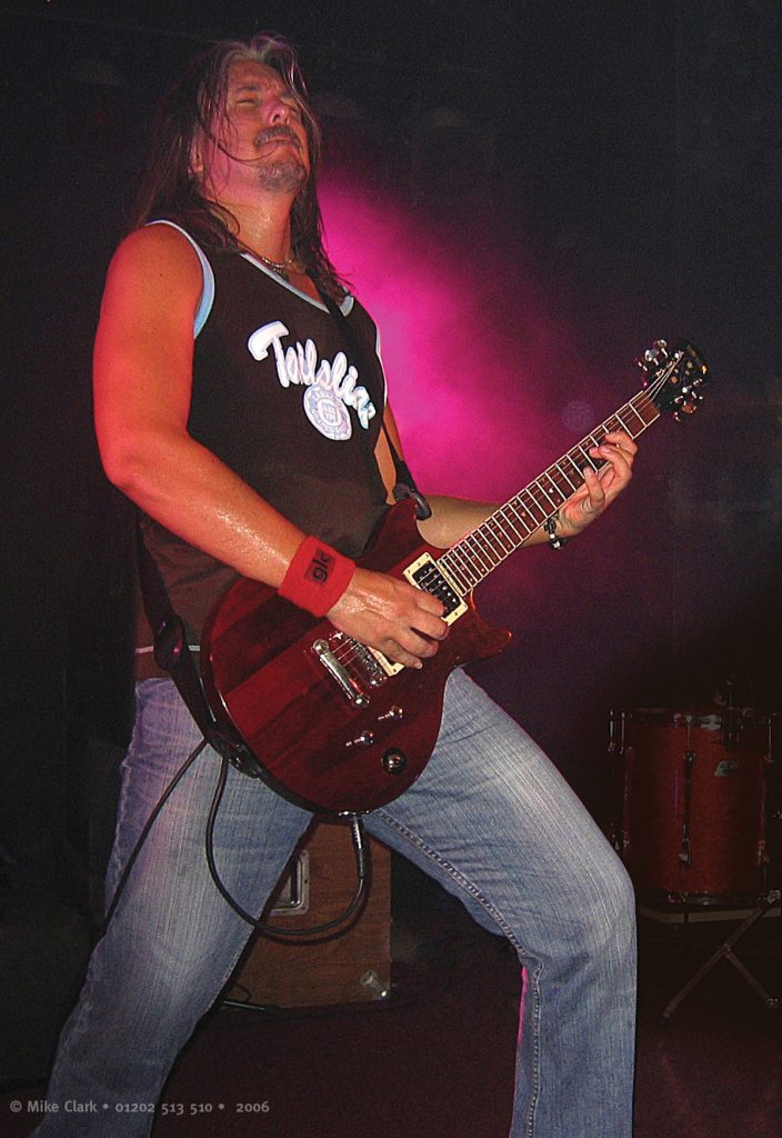 Simon Lees performing at Mr Kyps, Poole on Budgie's 2006 UK Tour